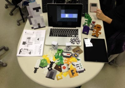 Creation and production of advertising material (displays, bottons and paper toy) presented in the course of Digital Games at the Positivo Technological Center in Curitiba/PR (NotDog)