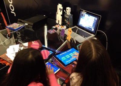 Participação no estande oficial do Centro Tecnológico Positivo, com a divulgação de projetos (BeLudic Games)